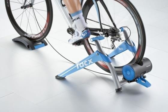 Tacx Booster - Trainer + tray under the front wheel