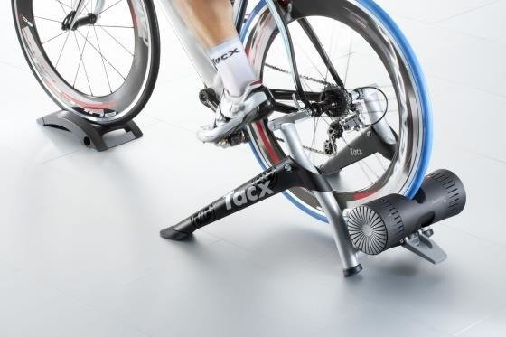 Tacx Bushido Smart - Trainer + tray under the front wheel
